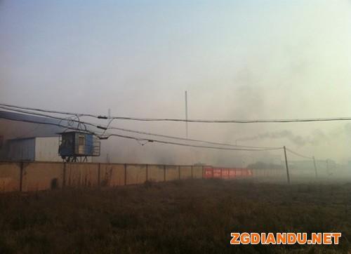 整个工厂被烟雾围绕